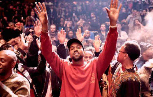 Kanye West torna sul palco dopo un anno di assenza