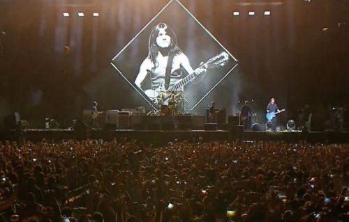 Guns N' Roses e Foo Fighters hanno reso omaggio live a Malcolm Young