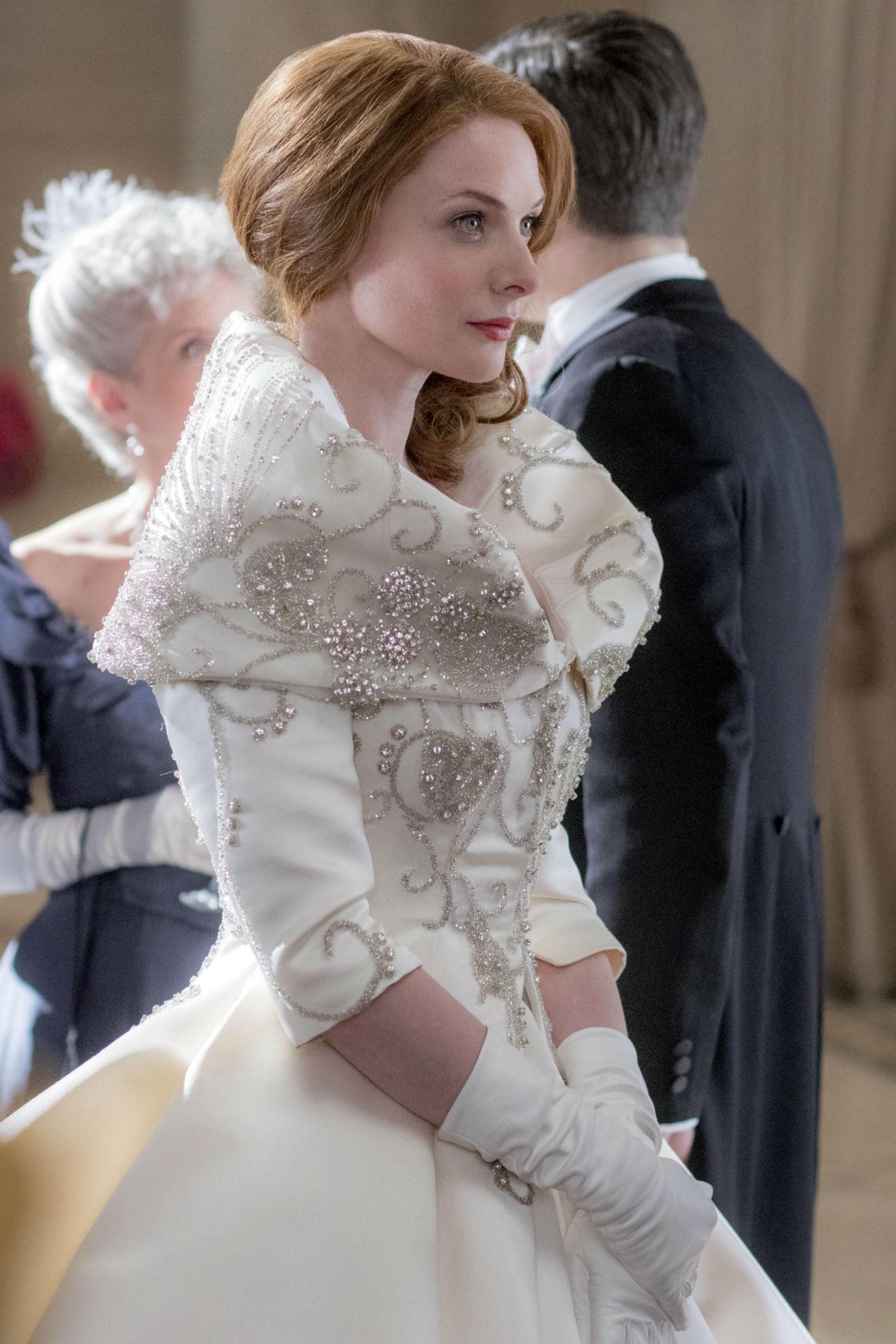 Rebecca Ferguson, nei panni del soprano Jenny Lind, indossa un costume impreziosito da cristalli Swarovski. Credit: Niko Tavernis