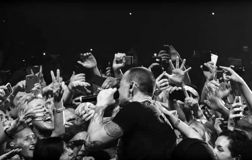 Linkin Park, Chester protagonista del video live di 'Crawling'