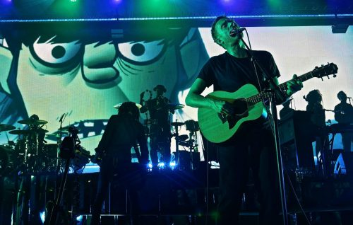 Guarda Noel Gallagher, Graham Coxon e Jehnny Beth sul palco con i Gorillaz