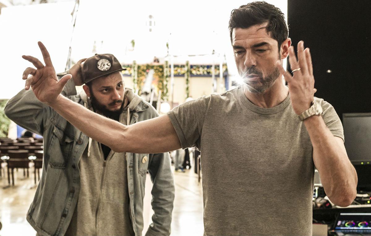 Wrongonyou e Alessandro Gassmann sul set de 'Il Premio'. Credit: Anna Camerlingo