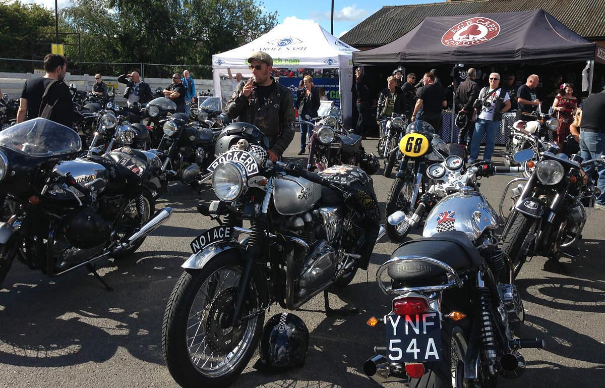 Alcuni motociclisti dell'Ace Cafè di Londra