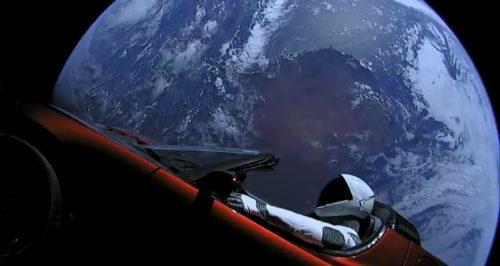 Mentre guardavate Sanremo, l'umanità ha lanciato su Marte una cabrio elettrica