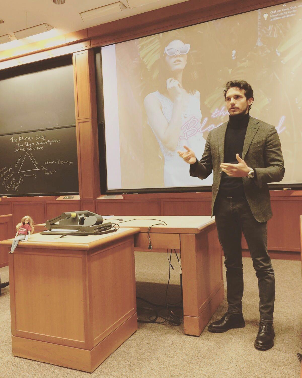 Riccardo Pozzoli ad Harvard durante una lecture tenuta lo scorso febbraio