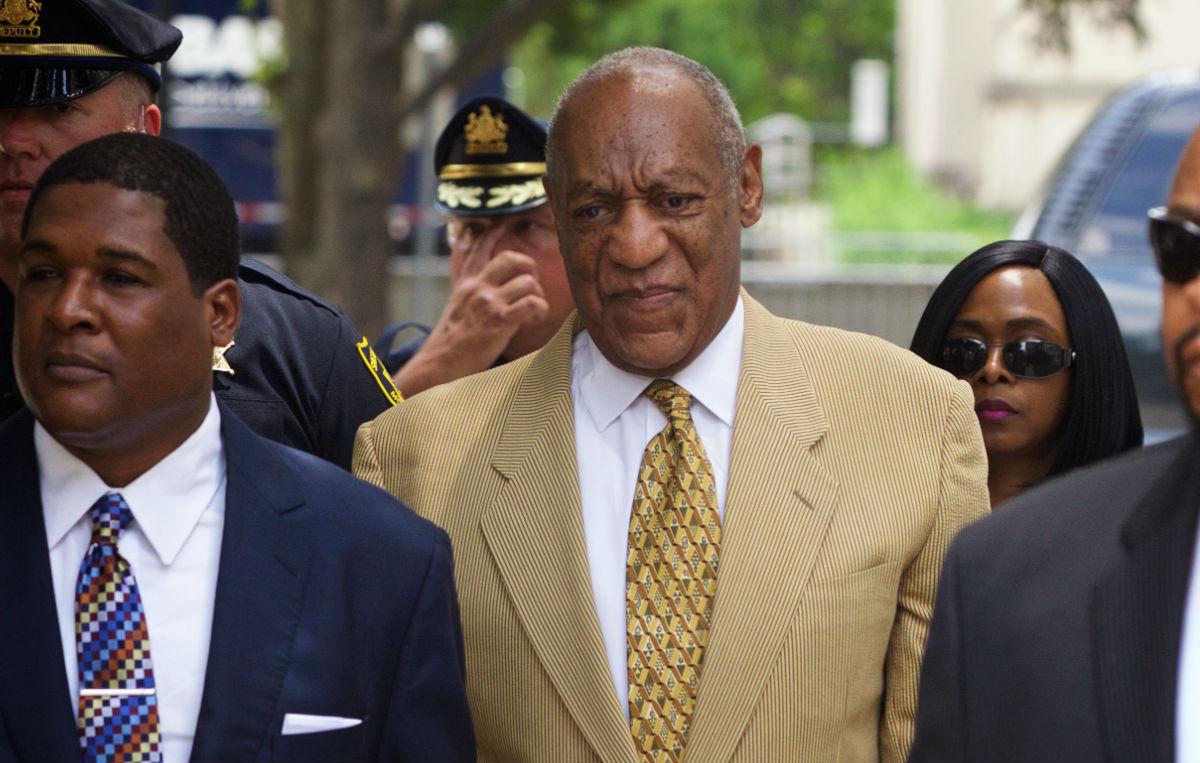 Bill Cosby arriva al processo alla Montgomery County Courthouse di Norristown, Pennsylvania, il 7 luglio 2016