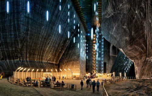 In Transilvania una miniera di sale è diventata uno spettacolare parco sotterraneo