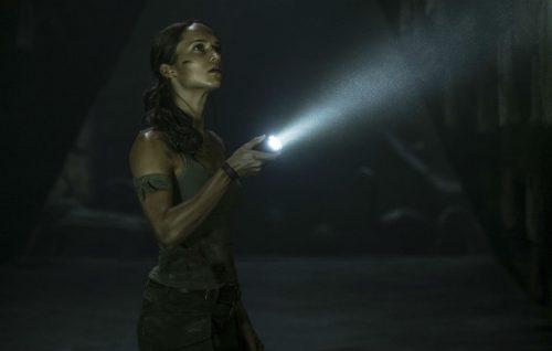 Lara Croft diventa hipster