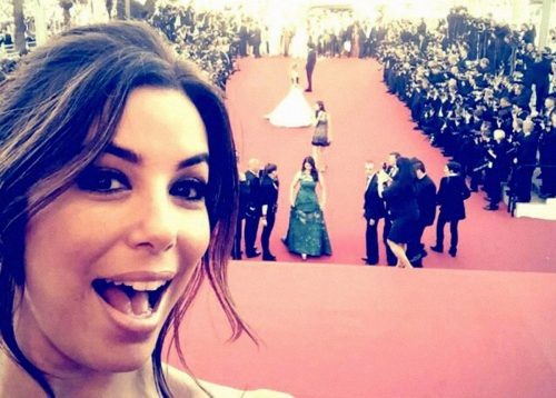 Perché vietare i selfie sul red carpet di Cannes?