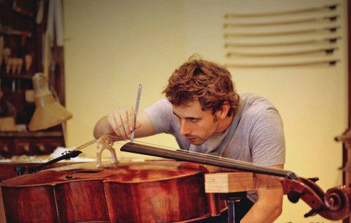 """Valerio Ferron, il """"violinaio"""" star di Instagram"""