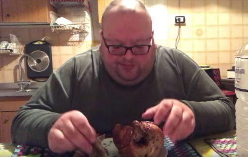 Possiamo impedire a un uomo di mangiare fino a farsi male su YouTube?