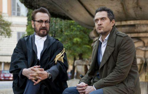 'Rimetti a noi i nostri debiti': Marco Giallini e Claudio Santamaria nel primo film Netflix italiano