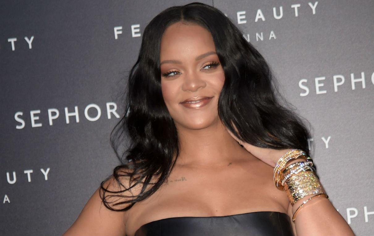 Rihanna a Milano indossa gioielli Pennisi. Foto IPA