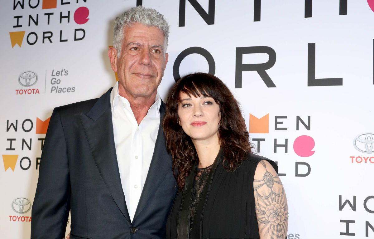 Anthony Bourdain e Asia Argento insieme al Women in the World Summit a New York ad aprile. Credit: www.startraksphoto.com / IPA