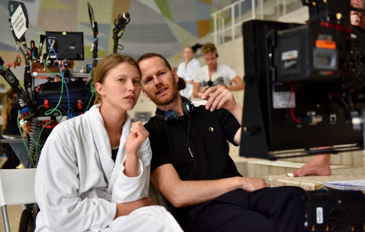 Joachim Trier e Eili Harboe sul set di 'Thelma'.