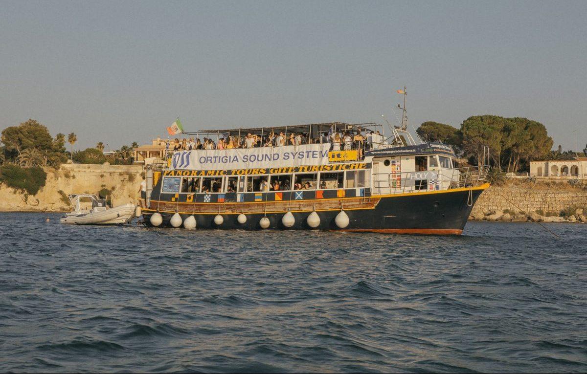 Uno dei tanti boat party in programma all'OSS. Foto di Glauco Canalis