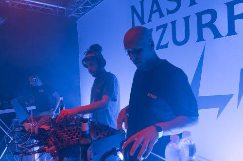 DJ Frenetik & Orang3 durante la prima tappa di Nastro Azzurro Live a Milano, un dj-set letteralmente affacciato sui Navigli