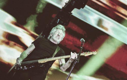 Roger Waters suonerà su un palco al centro dei palasport. Ecco i precedenti