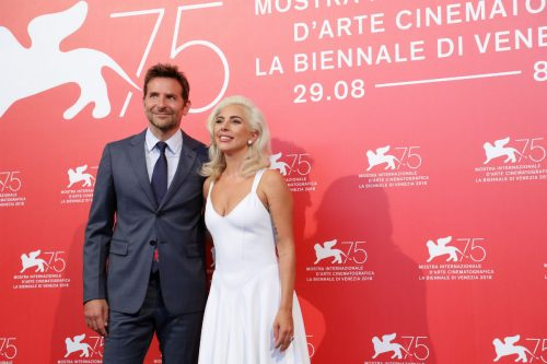 Bradley Cooper e Lady Gaga al photocall di 'A Star is Born' a Venezia 75. Photo by Vittorio Zunino Celotto/Getty Images.