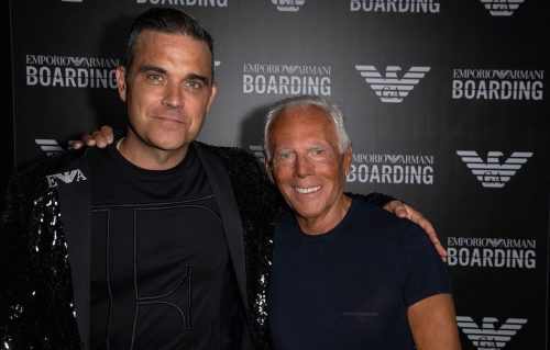 Armani e Robbie Williams nel backstage dello show. Foto SGP
