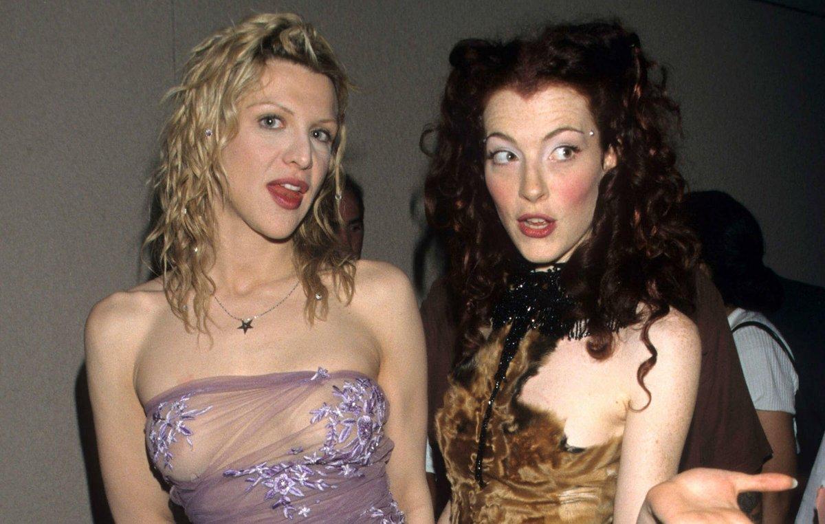 Courtney Love e Melissa Auf Der Maur agli MTV Video Music Awards del 1998