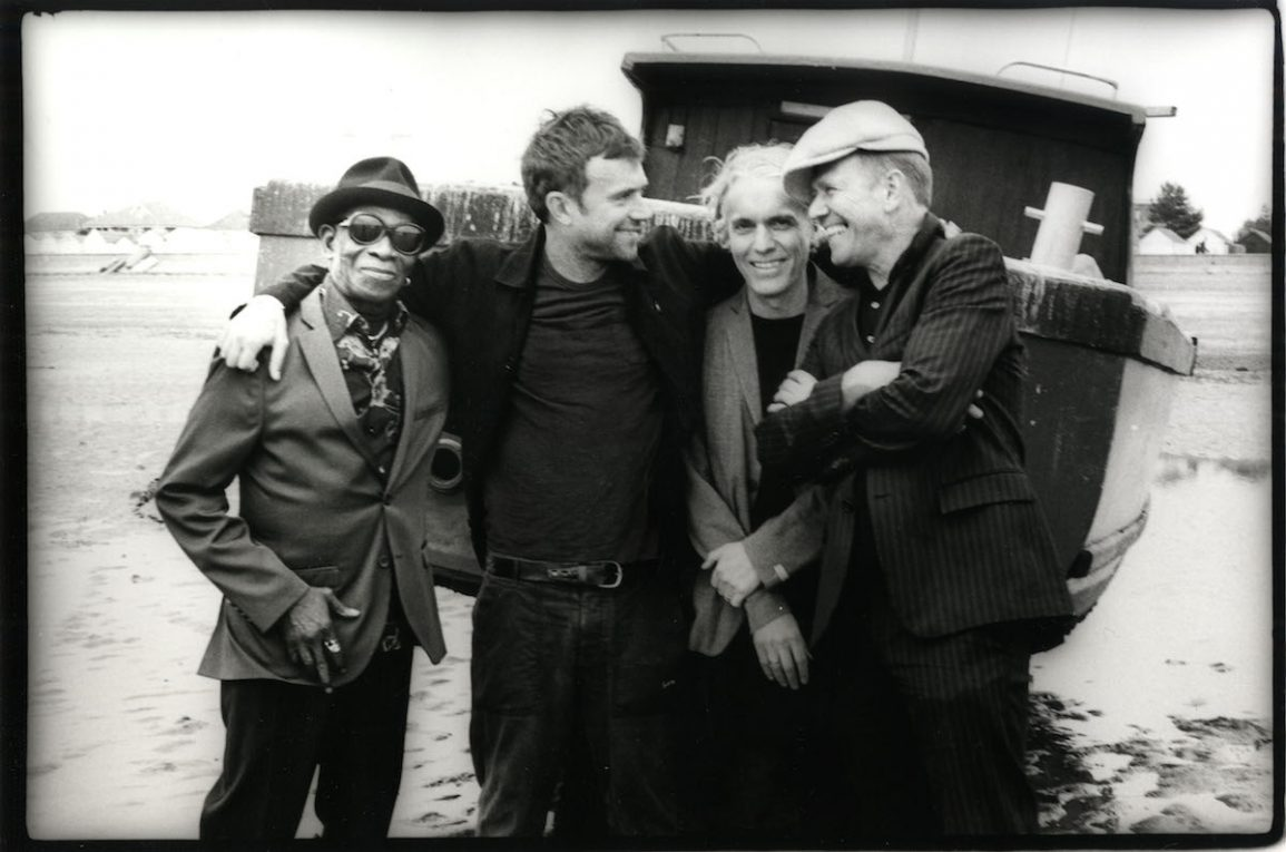 The Good The Bad & The Queen. Da sinistra: Tony Allen, Damon Albarn, Simon Tong, Paul Simonon. Foto di Pennie Smith