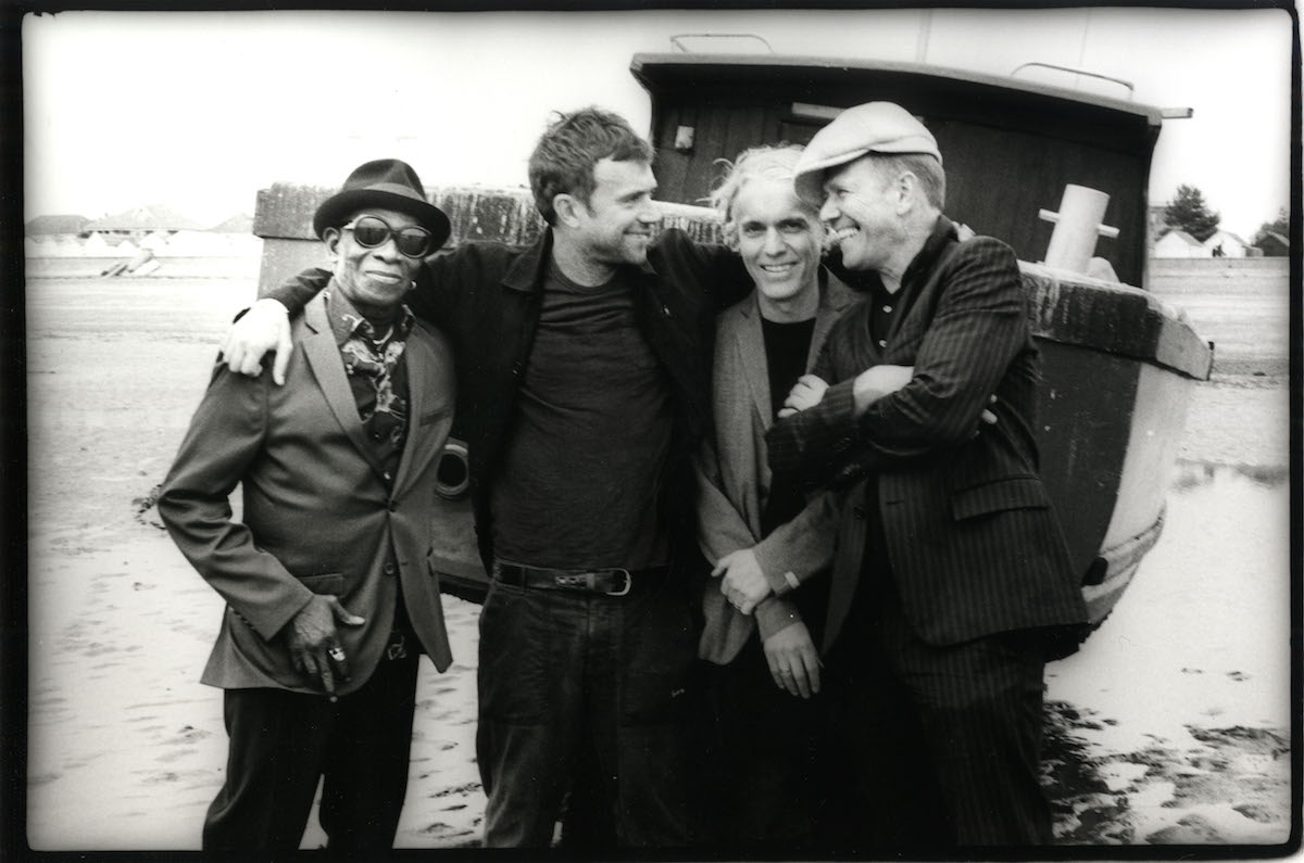 The Good The Bad & The Queen. Da sinistra: Tony Allen, Damon Albarn, Simon Tong, Paul Simonon. Foto di Pennie Smith