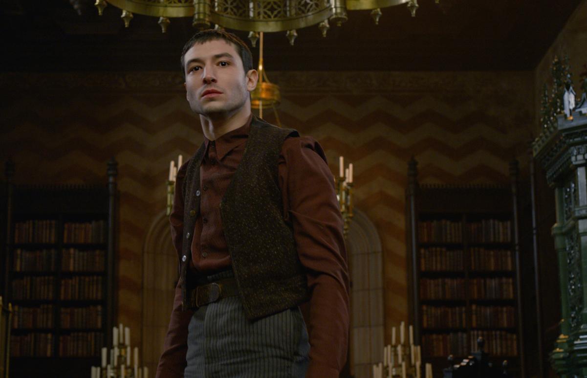 Ezra Miller nei panni di Credence in 'Animali Fantastici - I Crimini di Grindelwald'.