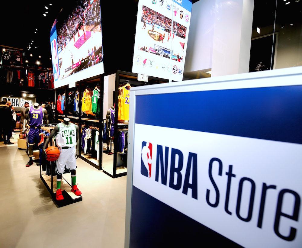 L'interno dell'NBA Store di Milano. Foto: Fabrizio Forte