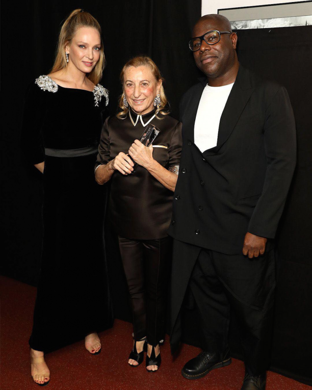 Miuccia Prada con Uma Thurman e Steve McQueen. Foto via Instagram (@prada)