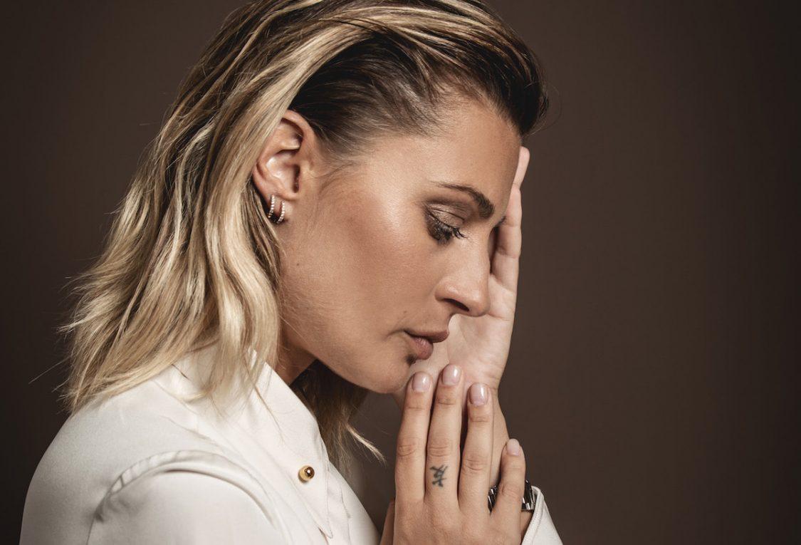 Sveva Alviti, tra Dalida e le lacrime di Jean-Claude Van Damme