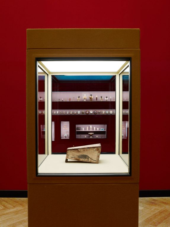Sarcofago di toporagno. Museo Prada a Milano.