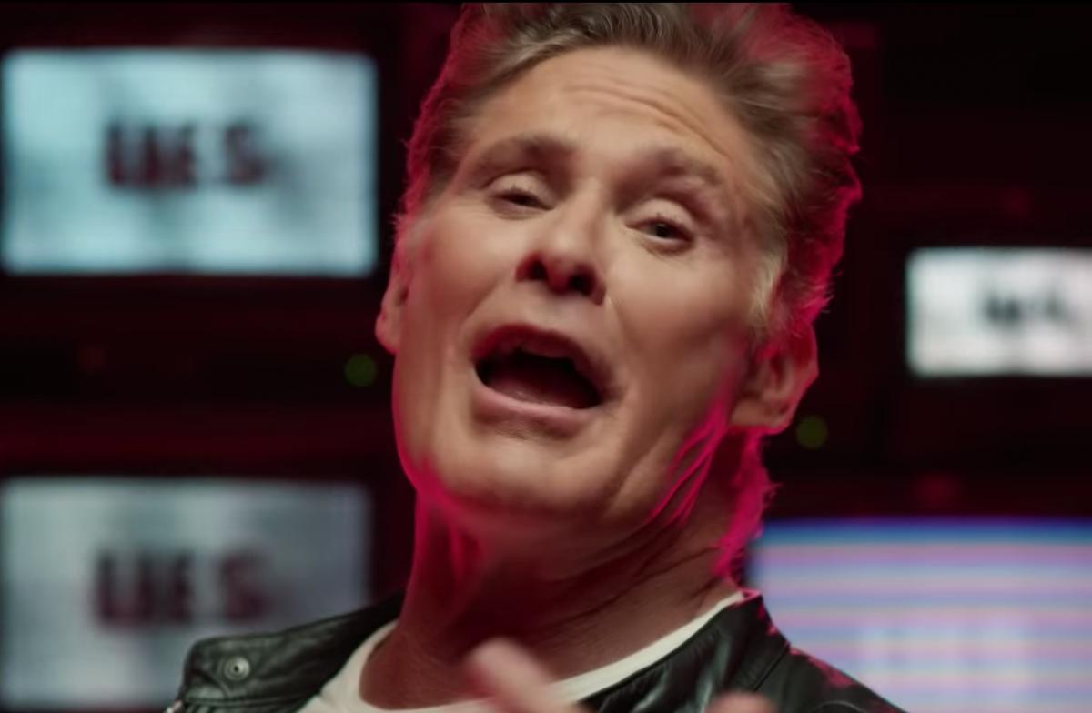 Mollate tutto: c'è un nuovo video di David Hasselhoff da vedere