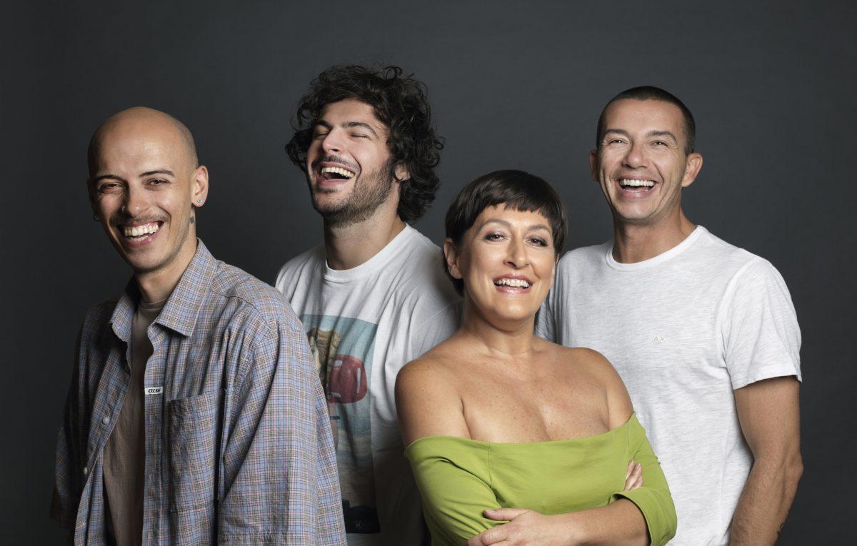 Il cast de ' La Prima Volta'. Foto di Daniele Barraco