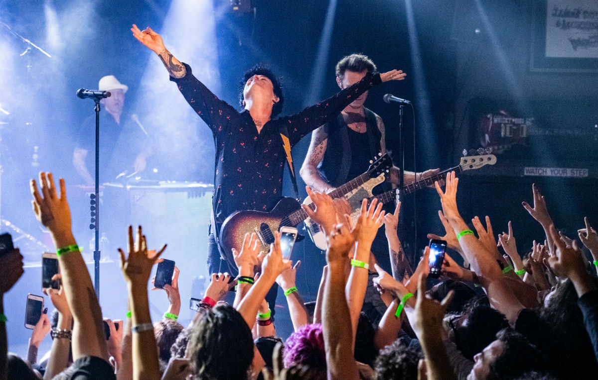'Father of All' dei Green Day sono 27 minuti di rock'n'roll selvaggio