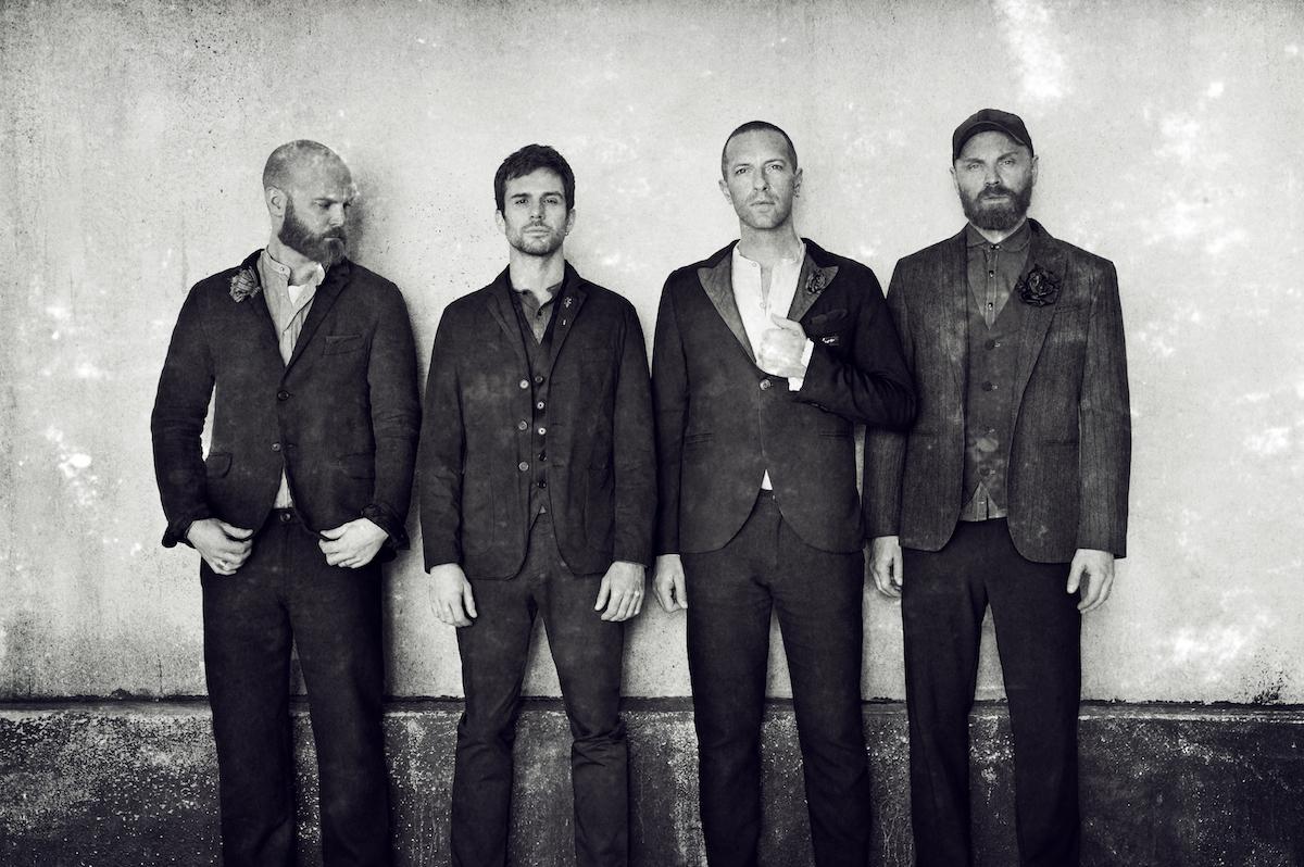 Aiuto, nel nuovo disco dei Coldplay hanno sostituito Chris Martin con Bono