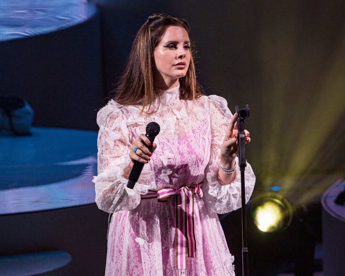 Lana Del Rey ha cancellato otto date in Europa, ma non il concerto all'Arena di Verona