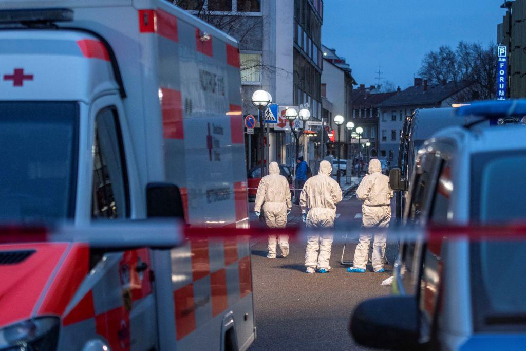 Per l'estrema destra italiana, la strage di Hanau è già tutta un complotto