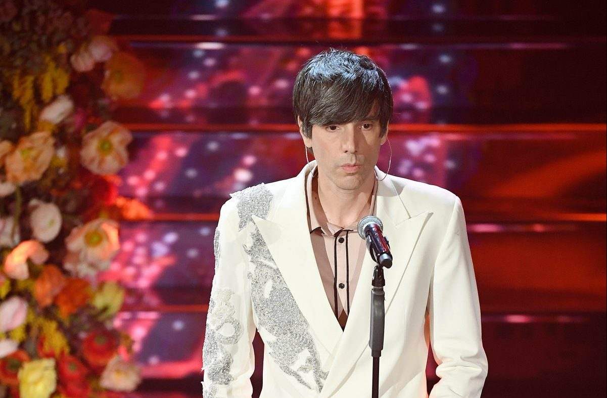 Sanremo 2020: Twitter impazzisce all'uscita di Bugo