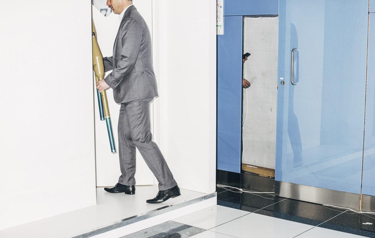 Uomini d'affari con il lanciagranate, poesie di protesta e altre immagini dalla finale del World Press Photo