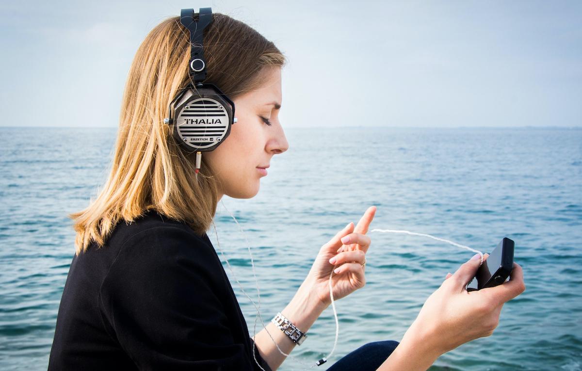 Canzoni 8D, scoppia la moda su Whatsapp: cos'è e come funziona