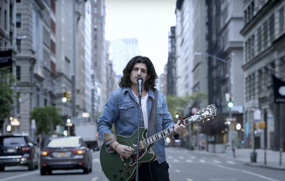 Edo Ferragamo ha registrato una cover di 'Fix You' per la Croce Rossa Italiana