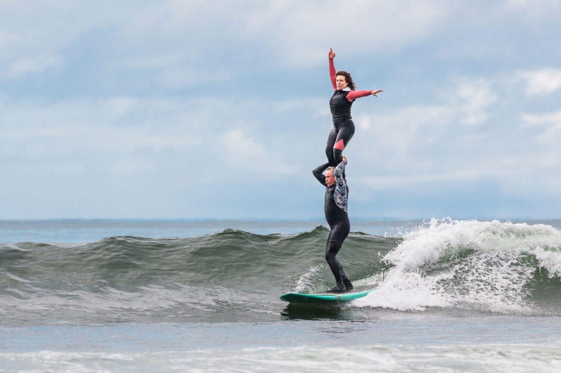 Myra e Charles, i surfisti in tandem di Malibu che danzano sulle onde