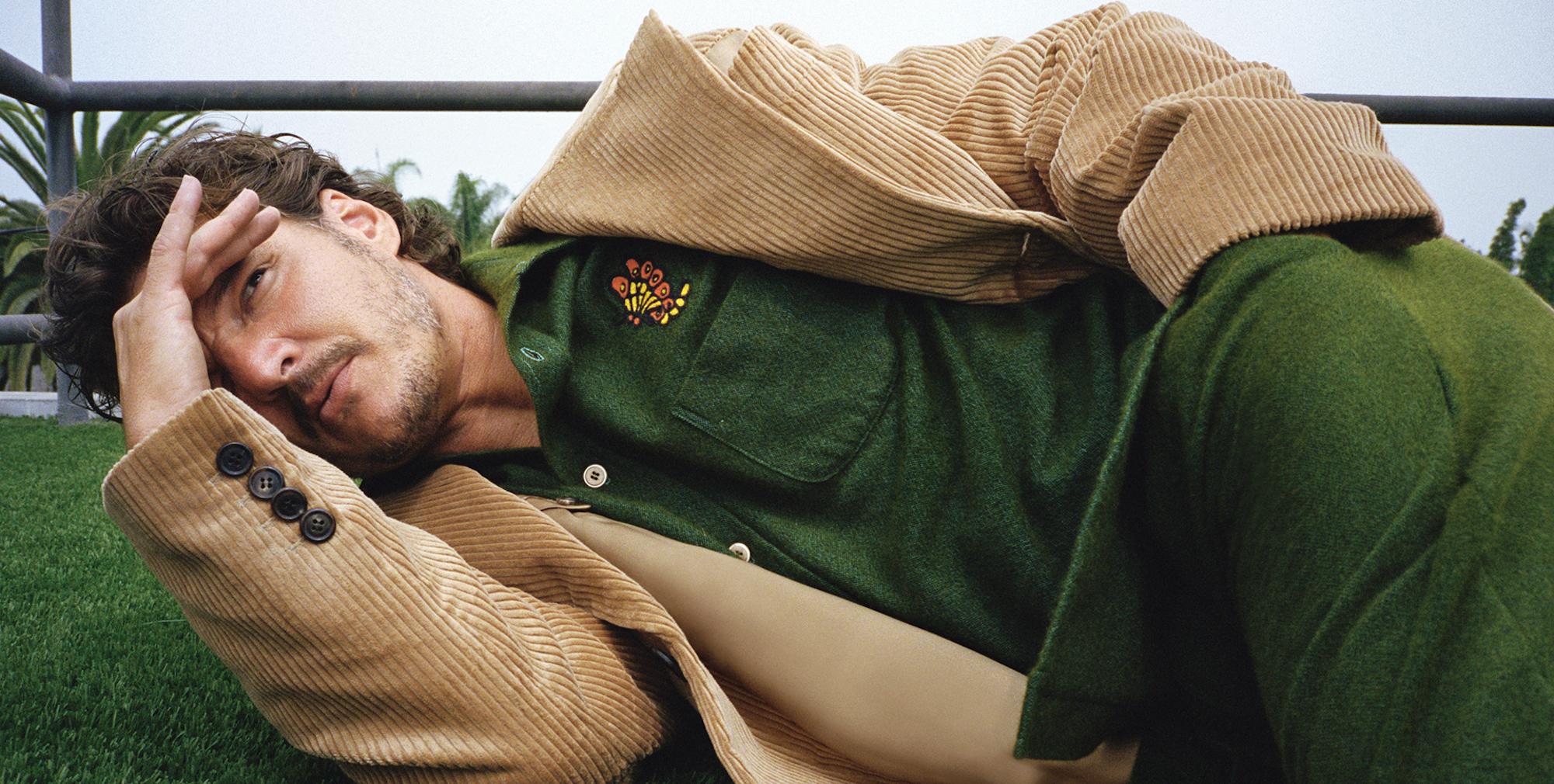 Pedro Pascal, giù l'elmo   Rolling Stone Italia