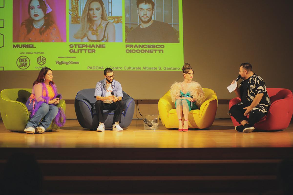 Stephanie Glitter (artista drag), Francesco Cicconetti (attivista trans) e Muriel (youtuber) durante uno dei panel di Future Vintage Festival